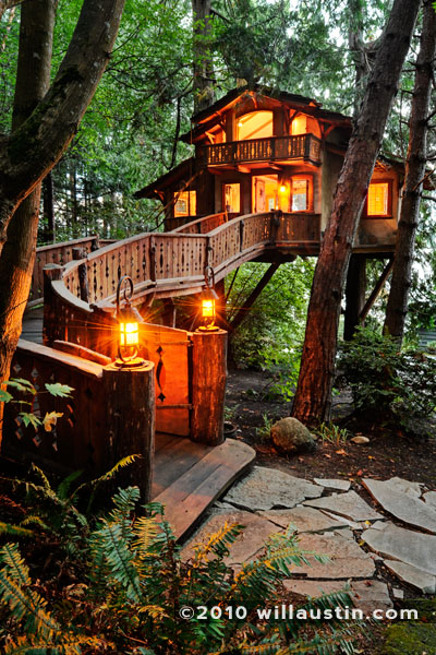 Will Austin Photography of a treehouse in Seattle Met Magazine