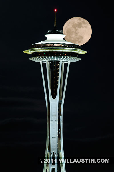 Supermoon moon rise behind the Space Needle in Seattle