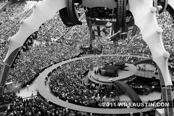 U2 360 tour Seattle, Lenny Kravitz