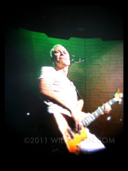 U2 360 tour Seattle, Adam