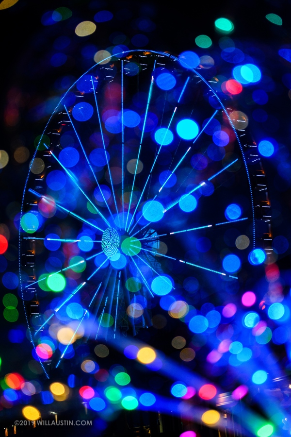 The great Seattle wheel at night with colorful lights
